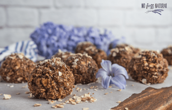 protien balls with chocolate and oats
